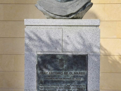 ESTATUA FRAY ANTONIO OLIVARES